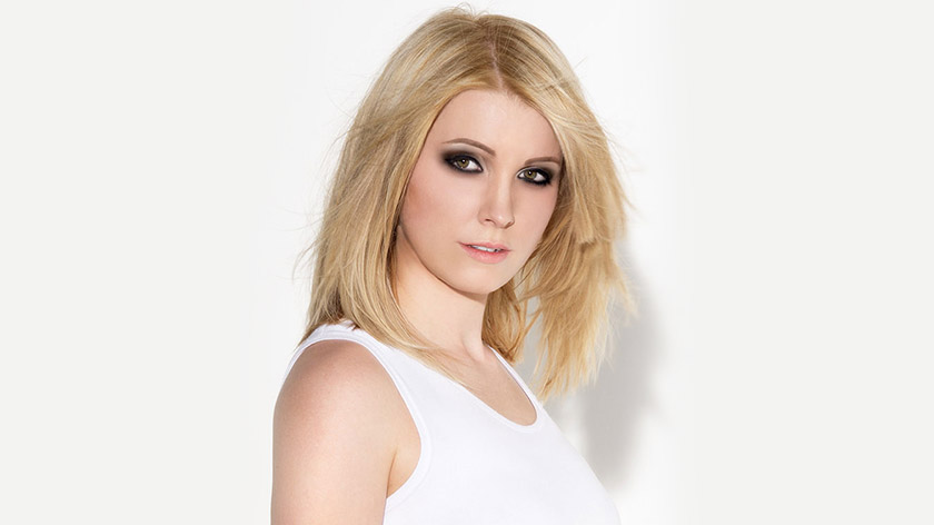 Learn a two-tone golden blonde hair colour with blonde highlights