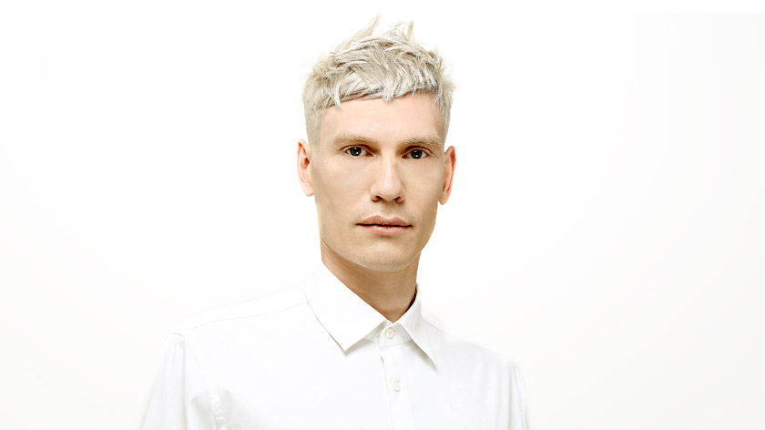Perfect a crisp and even tone with Christiano Lanza's bleach and toner technique